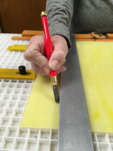 Glass cutter leaning - improper technique